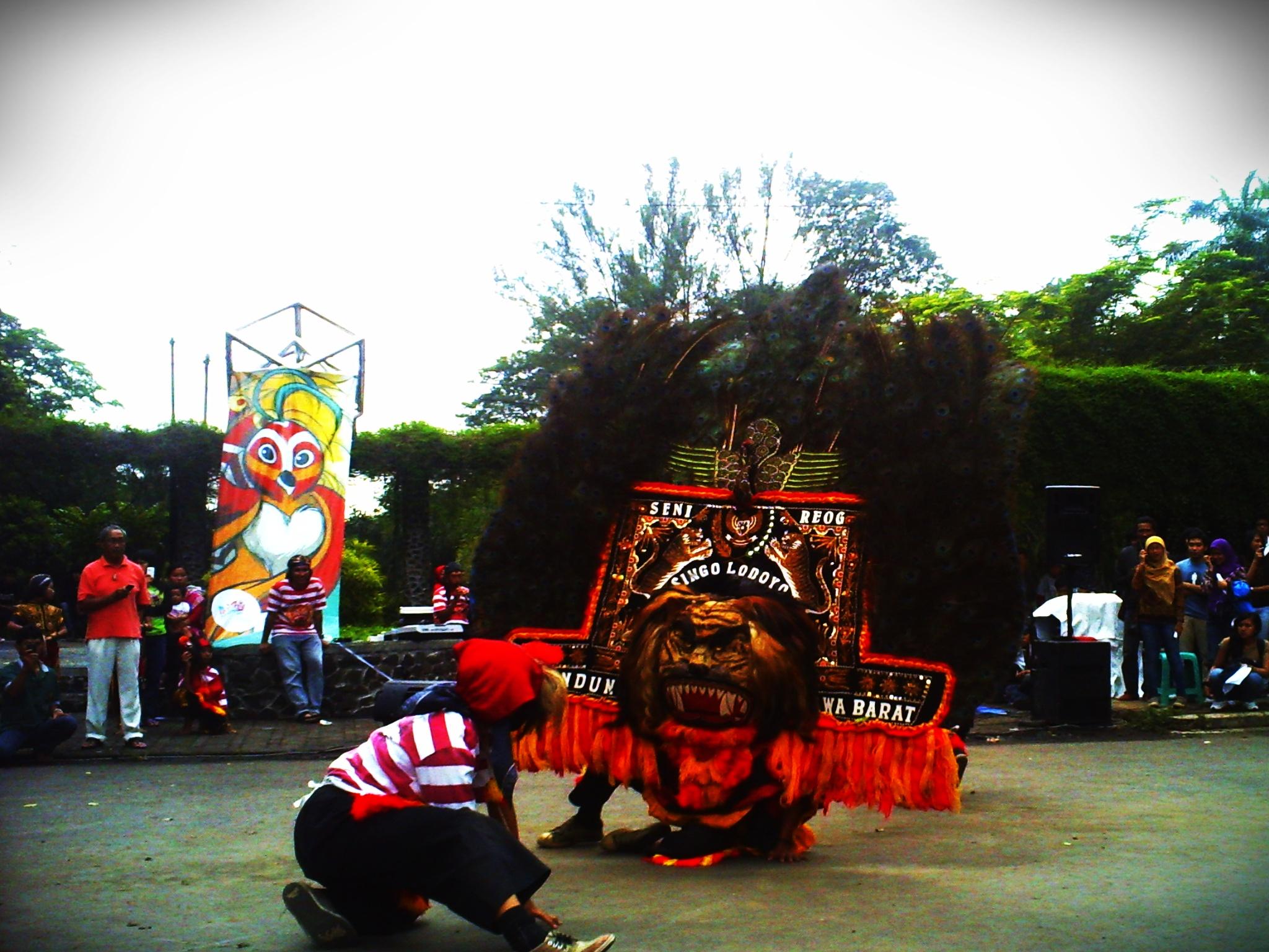 Reog Ponorogo khas Ponorogo Jawa Timur sama Sisingaan khas Subang Jawa Barat jadi sajian utama opening pagi tadi Wooow Seru pisan
